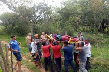 BBWTAa3 - Mulher é resgatada após passar dois dias em vala