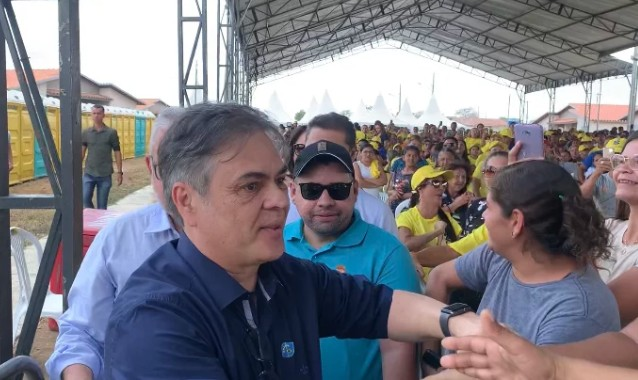 'ROUBOU' A CENA: Cássio é ovacionado durante chegada à solenidade de entrega do Aluízio Campos