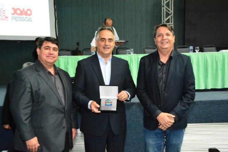 Luciano Cartaxo - Luciano Cartaxo recebe premiação durante Congresso de Arborização Urbana