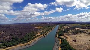 Obras da Transposição do Rio São Francisco em Cabrobó Pernambuco Brasil - Manutenção dos canais da transposição é revogada pelo Governo Federal