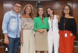 """Homenagem: Após representar a Paraíba na Globo, Larissa Pereira recebe """"Medalha Cidade de João Pessoa"""""""