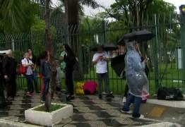 Fãs formam fila para se despedir de Gugu na Assembleia Legislativa de São Paulo