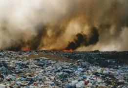 Incêndio atinge lixão na cidade de Patos