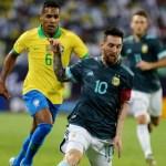 lionel messi domina a bola em frente a alex sandro em brasil x argentina 1573840399668 v2 900x506 - Brasil perde para Argentina e chega a cinco jogos sem vitória