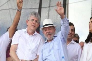 lula e tc 692x375 - VÍDEO! Ricardo Coutinho aponta Lula como única liderança que país tem hoje: 'Daqueles que leva pancada e fica de pé'