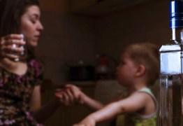 HERANÇA MALDITA: crianças podem desenvolver vício no álcool por causa dos pais
