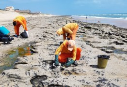 VAZAMENTO CRIMINOSO? Sobre contaminação  das praias, Bolsonaro acredita que 'o pior ainda está por vir'
