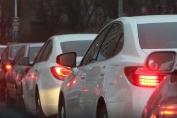 traffic jam 688566 1920 min 1200x545 c - Mercado de veículos usados mostra variação positiva em outubro, segundo Fenauto
