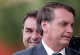 Jair Bolsonaro diz que denúncia de 'rachadinha' envolvendo Flávio não passa de 'pequenos problemas' – ENTENDA