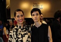 Camila Pitanga curte evento de cinema com namorada