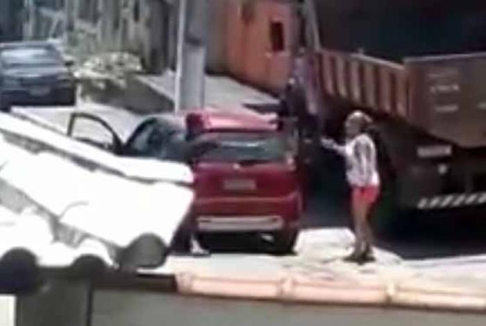 1 saquarema 14918145 - CRIME: enteado atira à queima-roupa contra madrasta durante briga; VEJA VÍDEO