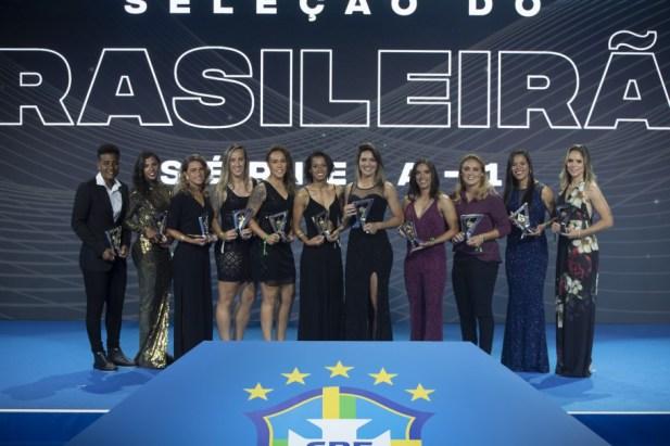 20191209211120 889 300x200 - Atletas que brilharam no Brasileirão e no Brasileiro Feminino são premiados nesta segunda-feira