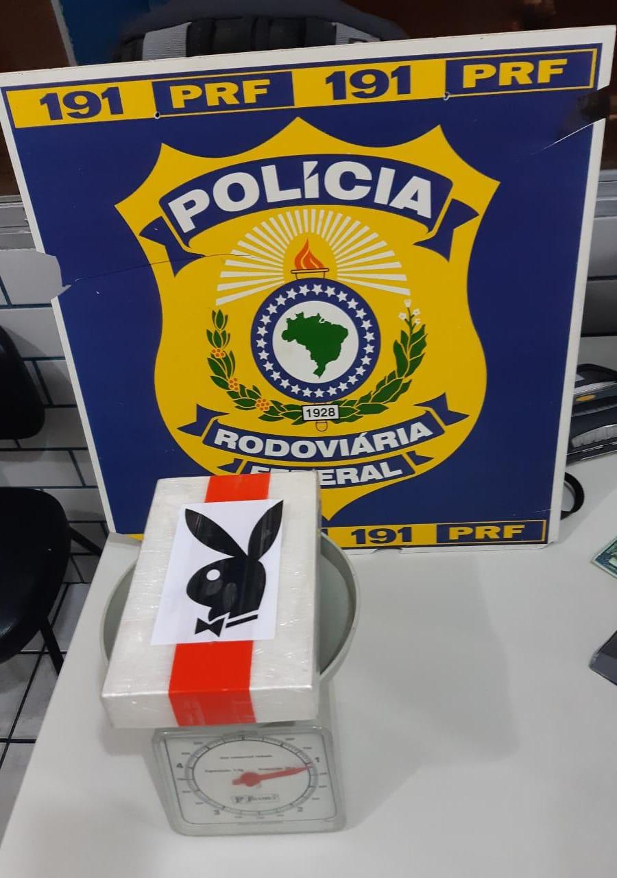 2aaa2117 d452 4099 a84c d2105a93b667 - COELHINHO TRAFICANTE: PRF apreende cocaína escondida em caixa da 'Playboy'