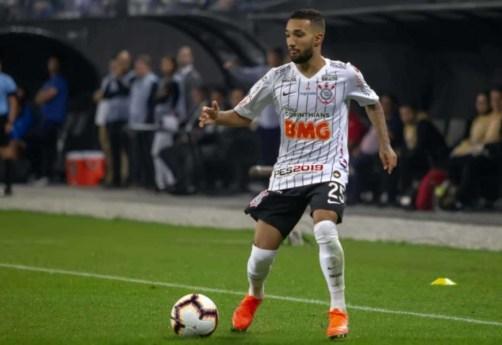 5d225dab9f391 300x206 - De saída do Corinthians, Clayson foi um dos maiores garçons do Brasileiro