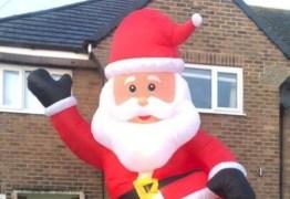 SUSTO: Homem encomenda Papai Noel inflável e tem surpresa ao inflar o 'bom velhinho'