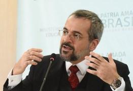 """""""SEM QUERER"""": Weintraub compartilha mensagem que diz que Bolsonaro traiu Moro e o povo"""