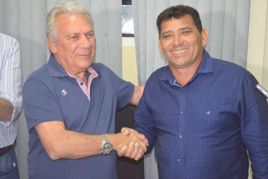 Aldemir Marcos - URGENTE: prefeito de Cajazeiras tira licença e vice assume interinidade