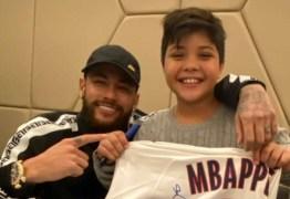 Filho de Wesley Safadão, Yhudy conhece Neymar e agradece: 'Valeu, pai'