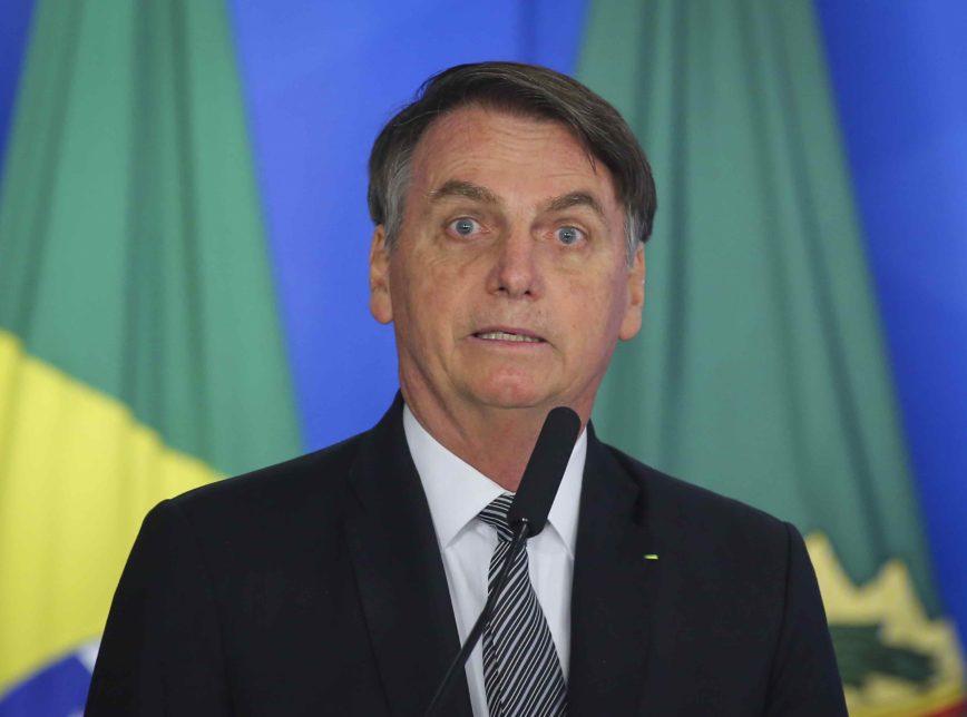 Bolsonaro 3 868x644 - Bolsonaro faz exame e investiga possível de câncer de pele