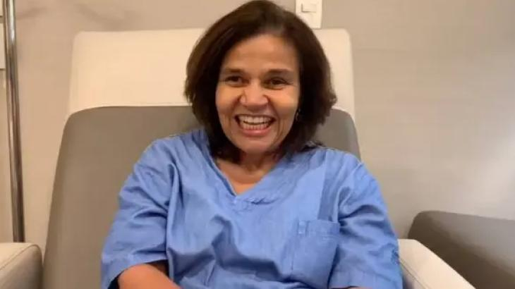 Claudia Rodrigues 433b0bf0a2b9b187df06826496c9f28d2733659c - Após alta médica, Claudia Rodrigues grava vídeo e agradece apoio dos fãs