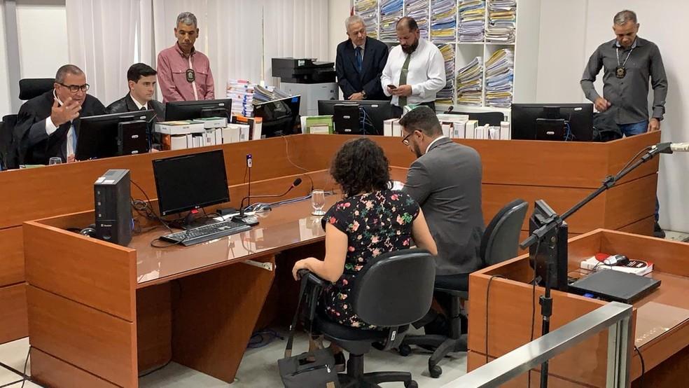 ESTELA BEZERRA - CALVÁRIO: Estela Bezerra deixa prisão, mas justiça impõe medidas cautelares à parlamentar - VEJA VÍDEO
