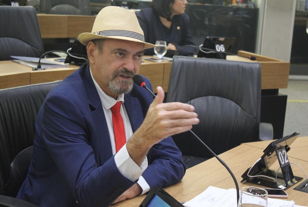 Jeová Campos defendeu os dois PLs que foram aprovados por unanimidade - PL's aprovados pela ALPB prestam homenagem  a dois paraibanos que serão nome de escola e de rodovia