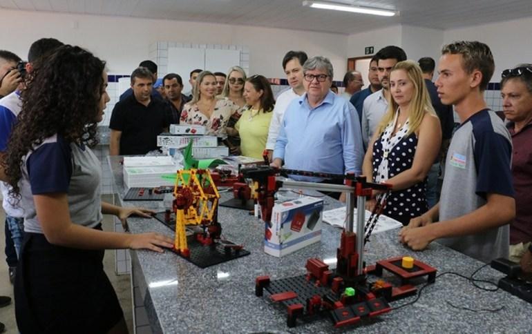 João Azevêdo - A grande expectativa é sobre o novo partido de João Azevêdo - Por Nonato Guedes