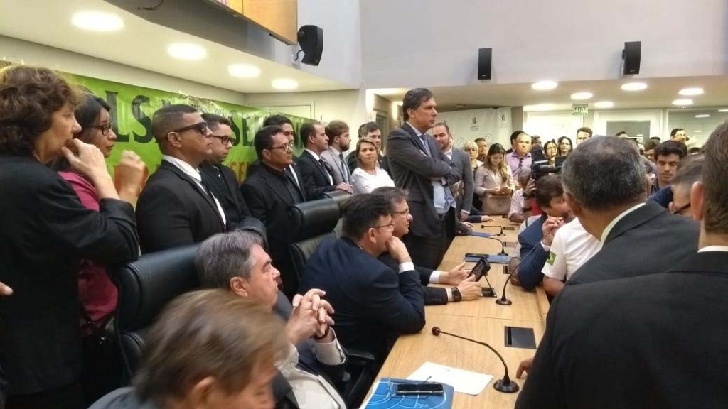 alpb4 1024x576 - REFORMA DA PREVIDÊNCIA: Servidores da PM ocupam plenário e pedem audiência na ALPB