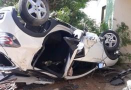 Motorista é arremessado e carro capotado atinge casa no Sertão da Paraíba
