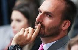 PSL suspende Eduardo, dissolve diretório e pune outros 17 bolsonaristas