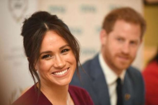 entrete 300x200 - Palácio de Buckingham ordena que amiga de Meghan Markle apague fotos de Instagram