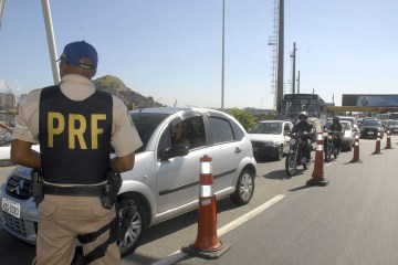 estradas prf - Motorista morre após carreta carregada de cimento tombar em rodovida da Paraíba