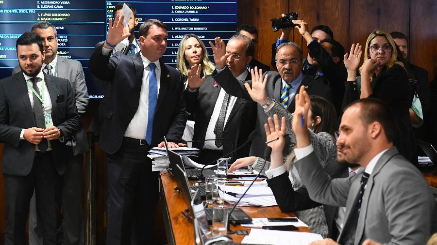 j - Justiça suspende punição a deputados bolsonaristas do PSL, e cargos podem ter reviravolta