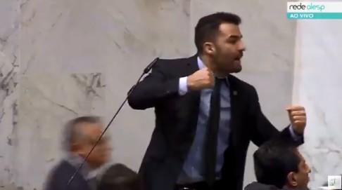 mamaefalei - Deputado chama servidores de vagabundos e causa quebra-pau na Assembléia Legislativa - VEJA VÍDEO