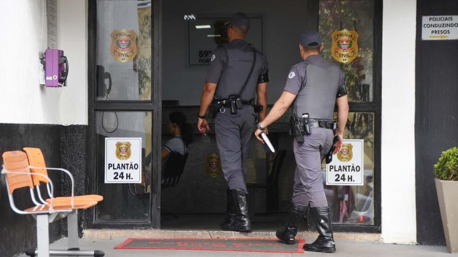 pms foram ao 89 dp distrito policial prestar depoimento sobre tragedia ocorrida em paraisopolis 1575660586795 v2 900x506 - Policiais que participaram do massacre em Paraisópolis são afastados