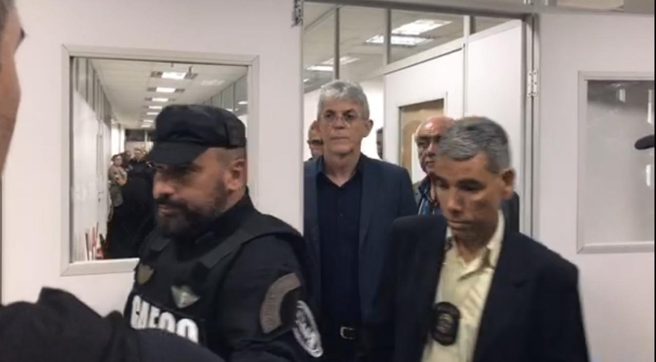 ricardo custodia - OPERAÇÃO CALVÁRIO: Ricardo Coutinho, Coriolano e outros seis investigados vão usar tornozeleira eletrônica