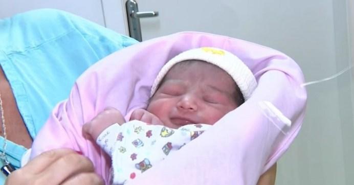 trinidad nasceu dentro de um aviao 300x157 - Mulher dá a luz a bebê em avião a caminho de Santiago e pouso emergencial é feito em Porto Alegre