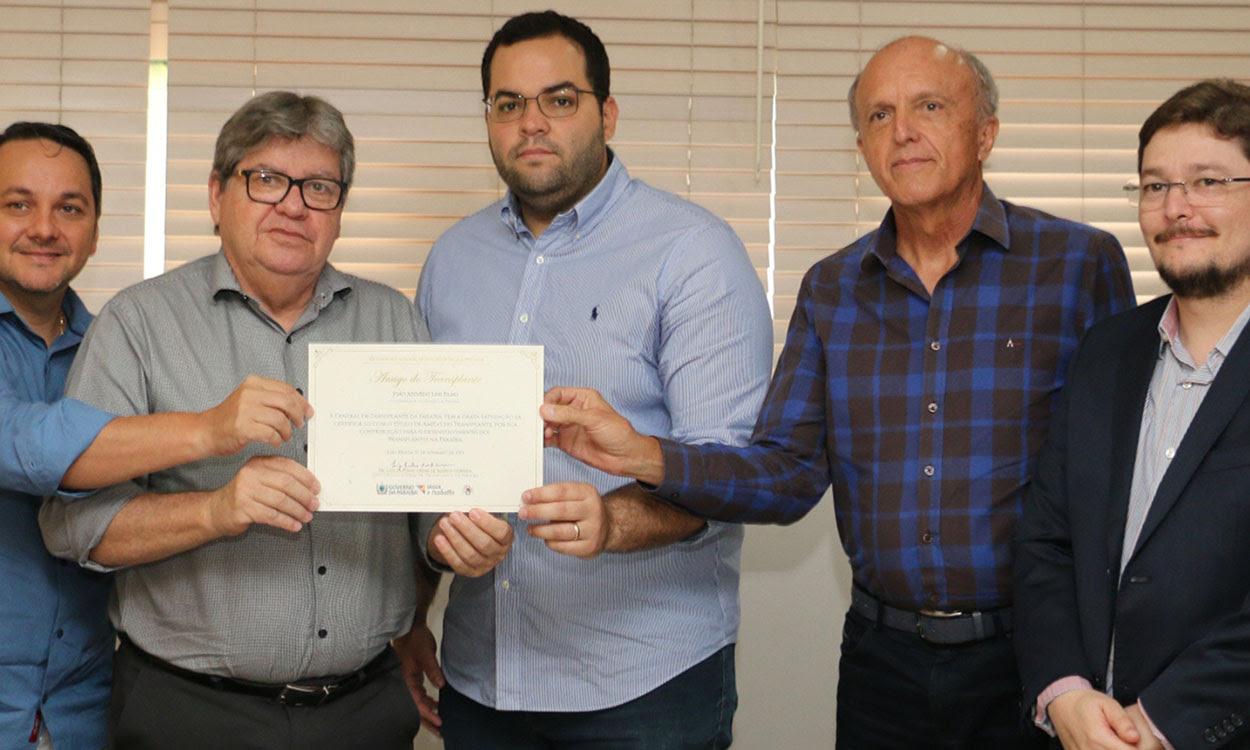 unnamed 1 2 - João Azevêdo recebe título 'Amigo do Transplante'