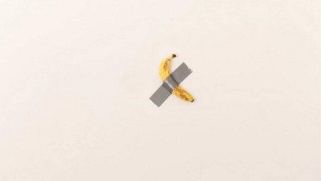 xblog banana.jpg.pagespeed.ic .GJ93DJgHk9 - Obra com banana presa com fita adesiva é vendida por R$ 505 mil