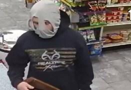 Homem esconde o rosto com cueca durante assalto, mas acaba reconhecido e preso