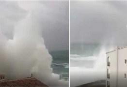 Ondas gigantes assustam moradores do litoral; VEJA VÍDEO
