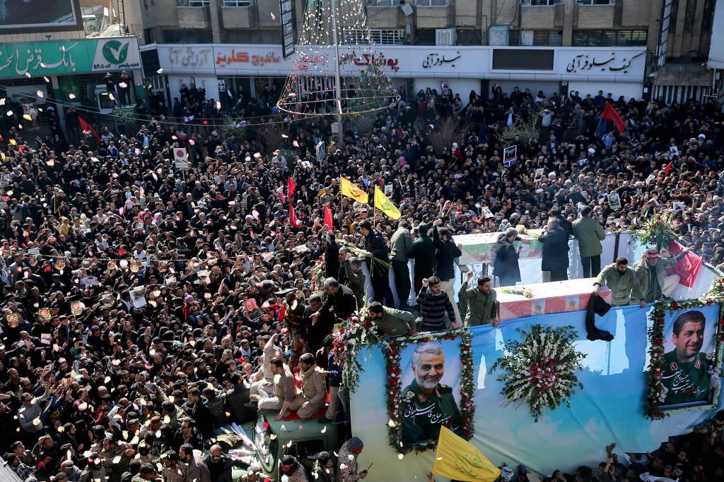 15783930895e145e011f63b 1578393089 3x2 lg - 230 feridos e dezenas de mortos após confusão em enterro de general iraniano