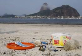 Estudo revela que bituca de cigarro é maior parte do lixo nas praias brasileiras