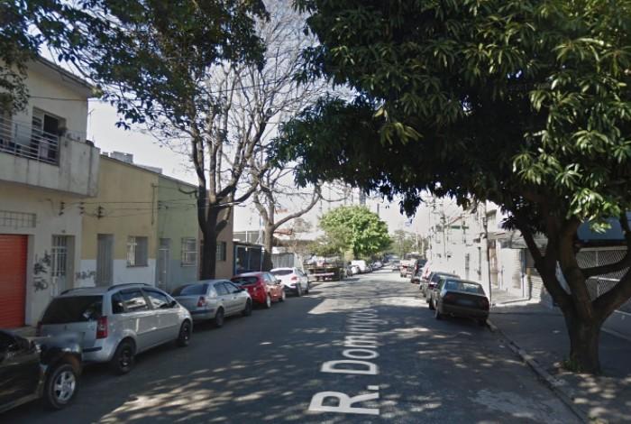 1 r  domingos rodrigues  137   lapa 15016011 - Gari é achado morto preso em fiação elétrica em árvore