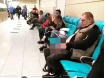 Capturar 14 - Passageiro urina em saguão de aeroporto enquanto aguarda embarque