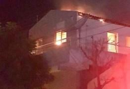 Incêndio após suposto vazamento de gás atinge prédio em Santa Luzia