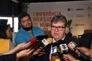 João Azevêdo 300x200 - Reportagem da Folha diz que João Azevêdo deverá se filiar ao PDT