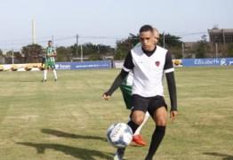 Após desencantar, atacante do Botafogo-PB se diz confiante na disputa pela vaga de titular