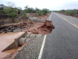 WhatsApp Image 2020 01 09 at 08.16.32 300x225 - FORTES CHUVAS: PB-202 se rompe em seis pontos, no Cariri paraibano - VEJA VÍDEO