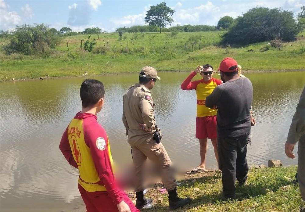 afogamento - 'SELFIE' ACABA EM TRAGÉDIA: Irmãos morrem afogados em açude da Paraíba